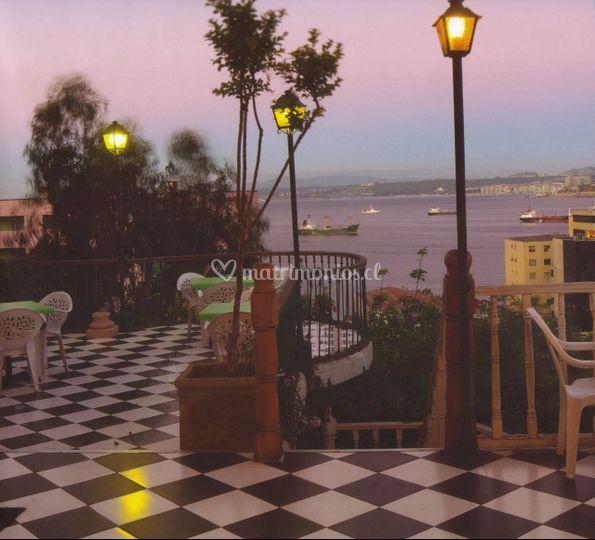 Terraza con vista a la bahía