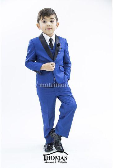 Traje de niño azul claro