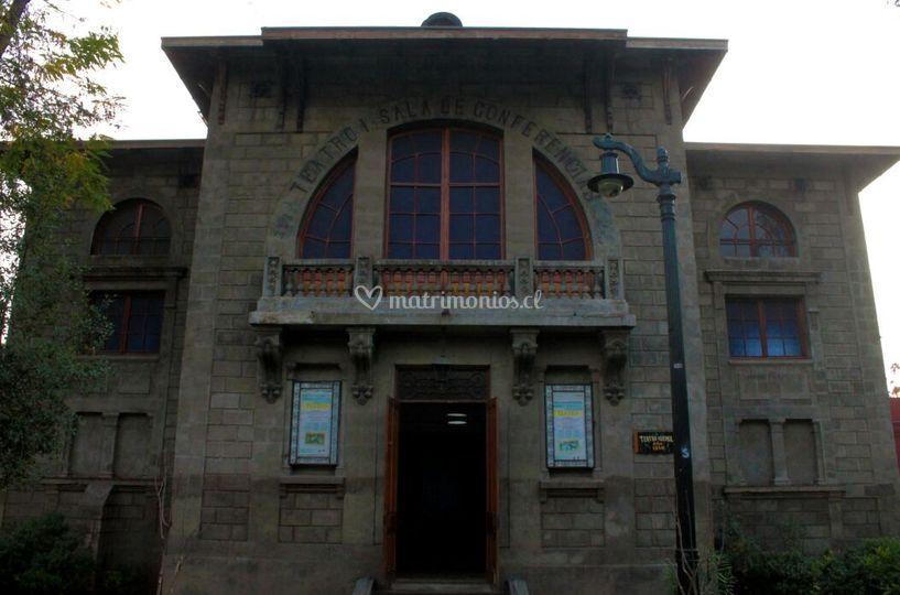 Fachada Teatro Huemul
