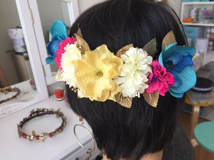 Media corona flores turquesa