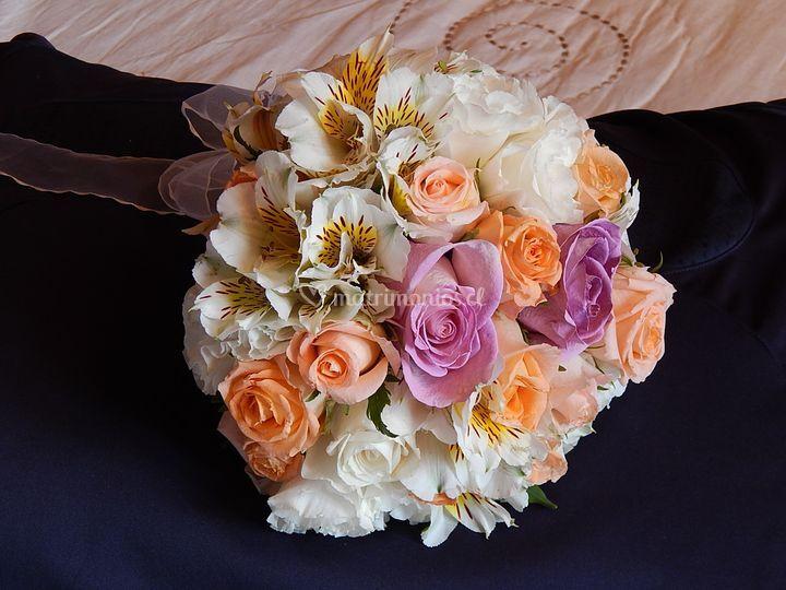 Ramo rosas pastel y astroemeli
