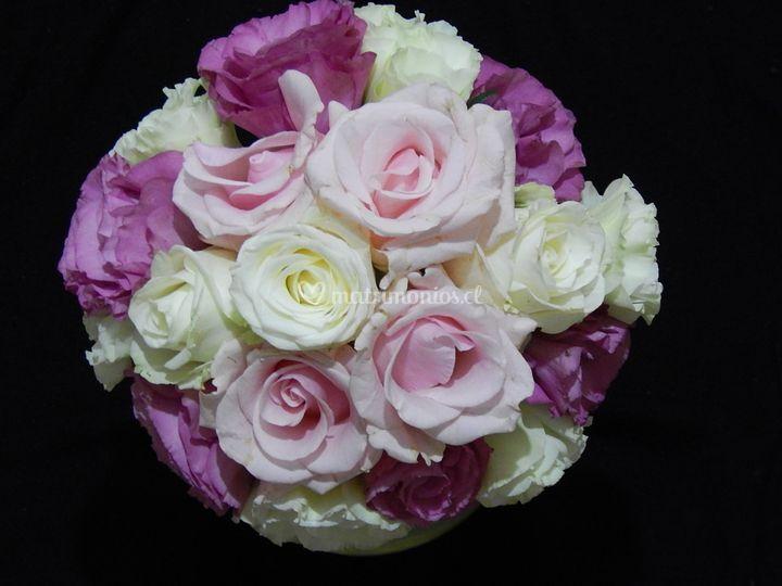 Ramo rosas tonos morados