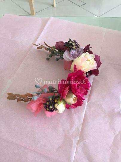 Semi corona de flores de tela