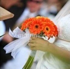 Ramo con flores naranjas