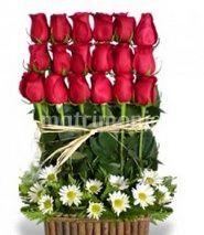 Rosas rojas en arreglo