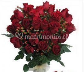 Ramo rojo con rosas