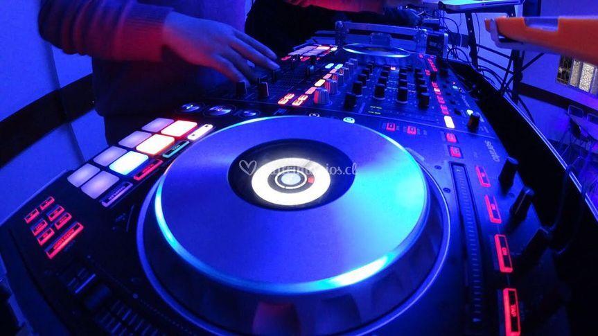 Servicios de DJ Profesional