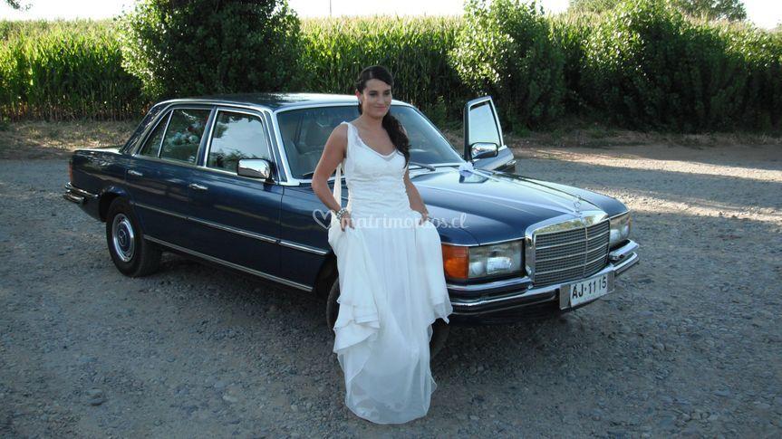 Novia y el Mercedes 280SE