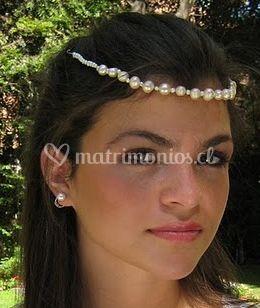 Diadema confeccionada con perlas de río grandes y pequeñas