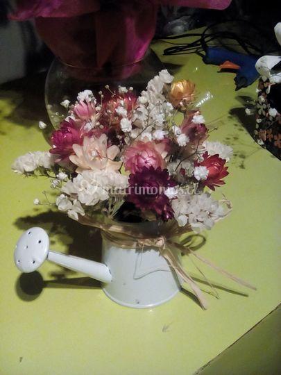 Elegante jarrita con flores