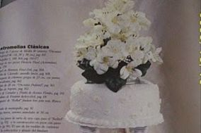 Torta de base grande con flores