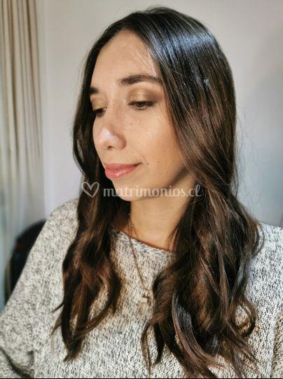 Maquillaje social y peinado