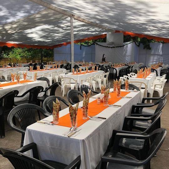 Banquete en carpa exterior
