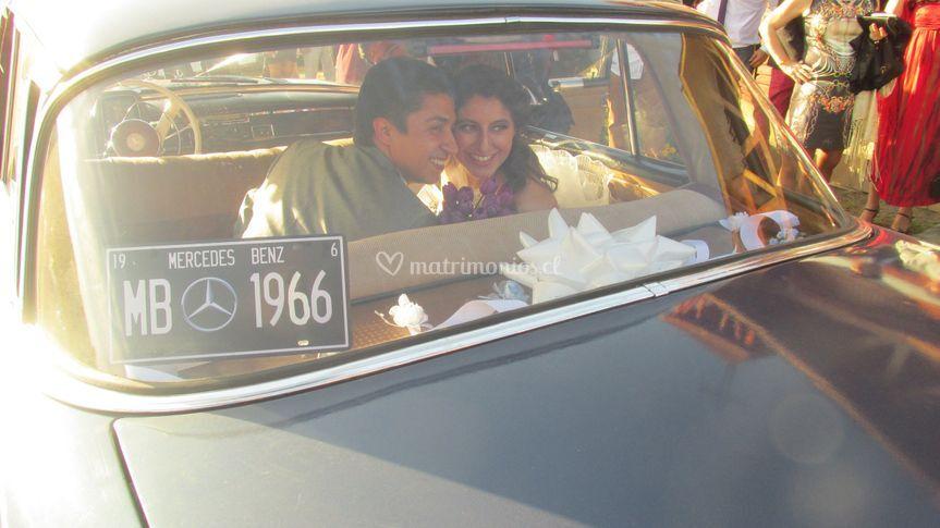 Beso en el auto