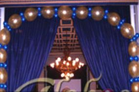 Arco de globos azules y dorados