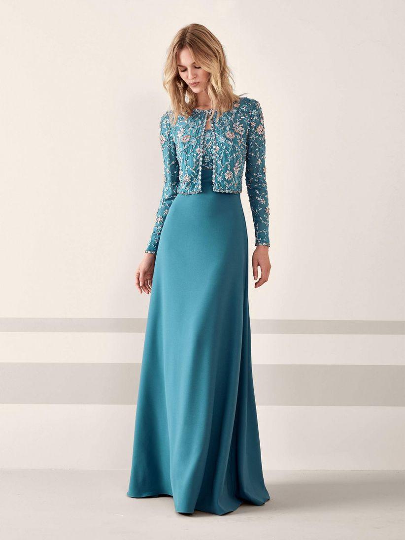 ef47a68fc1 El color irrumpe con fuerza en los vestidos de fiesta 2019 de Pronovias