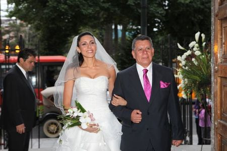 �Qui�n entrega a la novia en el altar?