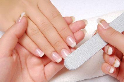 Usa uñas acrílicas en tu matrimonio