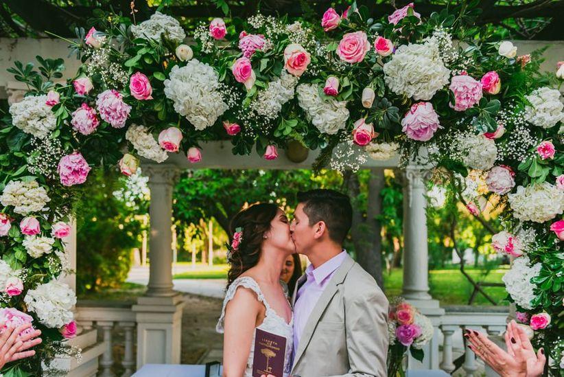 6 ideas de decoraci n para el altar del matrimonio civil for Adornos para boda civil