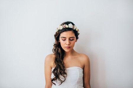 5 peinados con trenzas y pelo suelto para novias