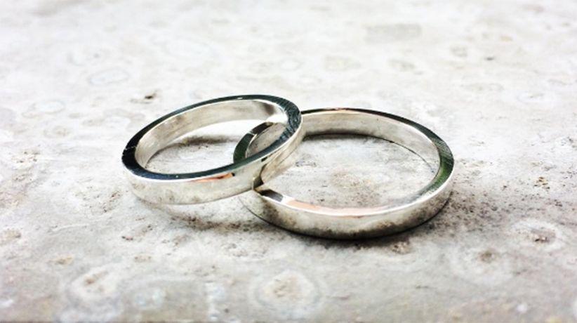 5611fa83b7da Argollas de plata para sellar el matrimonio