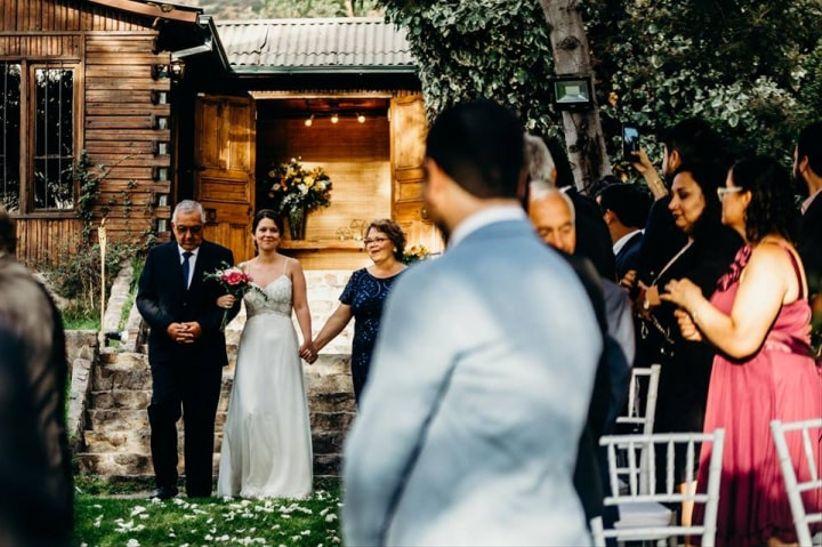 01769dff7 Quién entrega a la novia en el altar