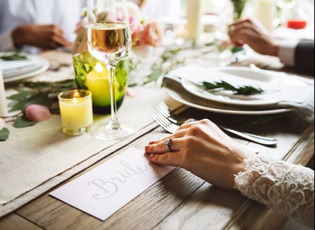 6 ideas para decorar la mesa de los novios