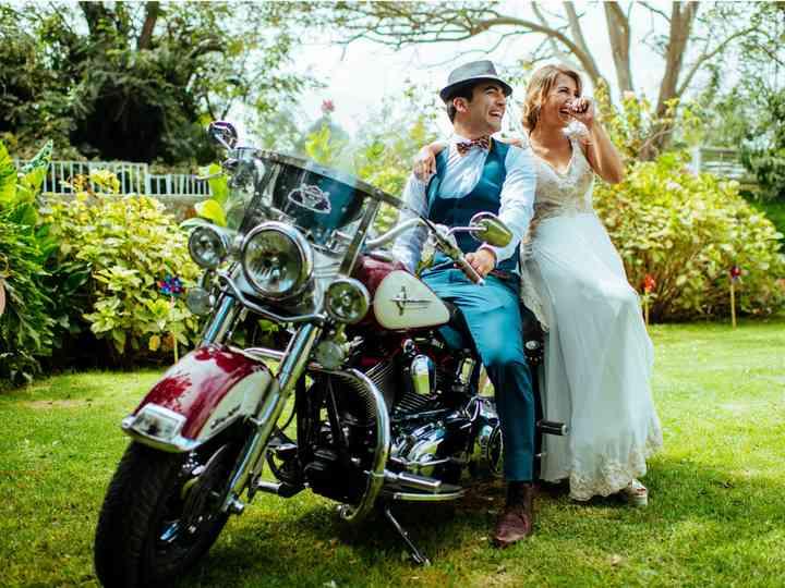 Novios en moto: disfruten de una celebración a dos ruedas