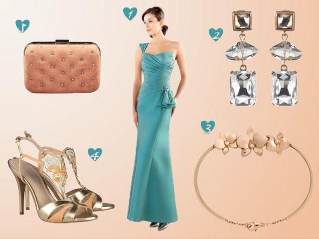 Look de invitada en durazno y verde Tiffany