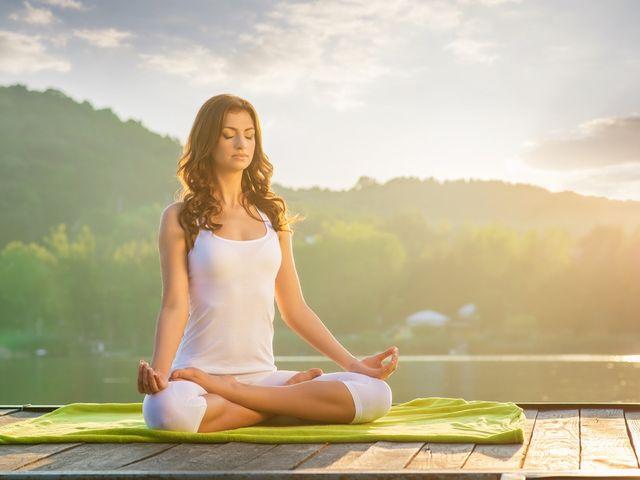 8 beneficios del yoga en la cuenta regresiva al matrimonio