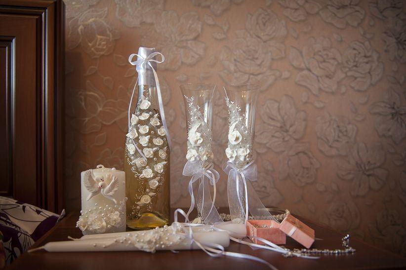 9 ideas para decorar las copas del brindis - Copas decoradas con velas ...