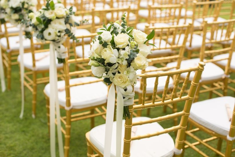 20 ideas para decorar las sillas de tu matrimonio con cintas for Sillas para matrimonio