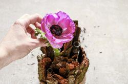 Haz centros de mesa rústicos con madera y flores