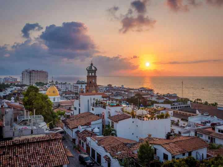 Disfruten de los atardeceres mágicos de Puerto Vallarta en su luna de miel