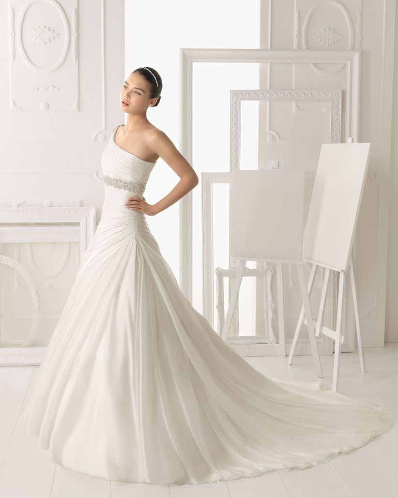 vestidos de novia con un solo hombro. Black Bedroom Furniture Sets. Home Design Ideas