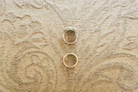 Cómo restaurar anillos de matrimonio antiguos