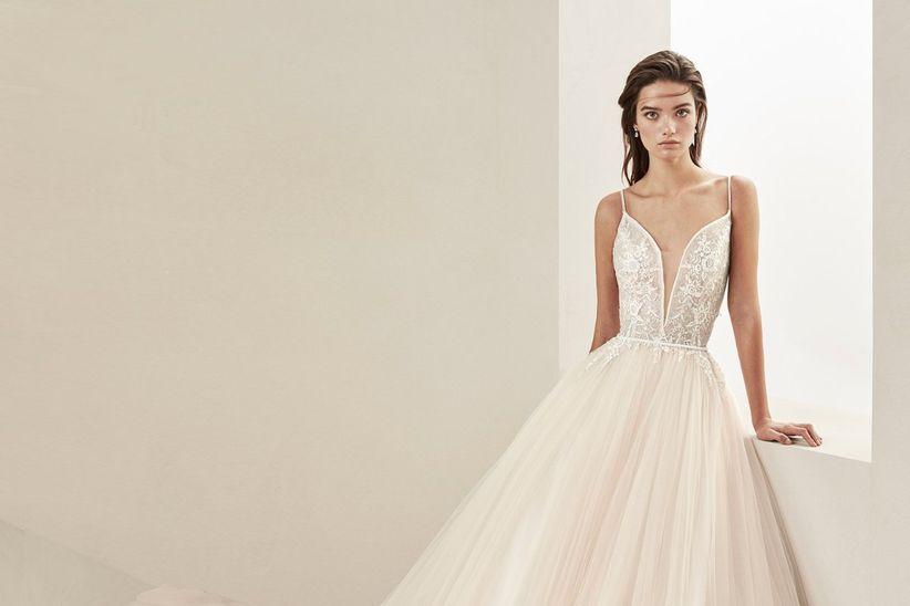 escotes que hipnotizan: lo nuevo en vestidos de novia para el 2019