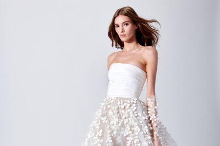 Los vestidos de novia con transparencias florales de Oscar de la Renta para el 2019