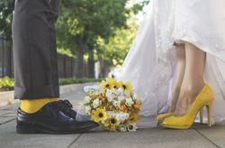 Orlando y Francisca: un encantador matrimonio en amarillo