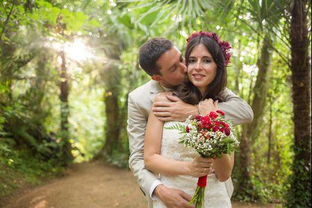 Paula y Carlos: un matrimonio de encanto natural en color marsala