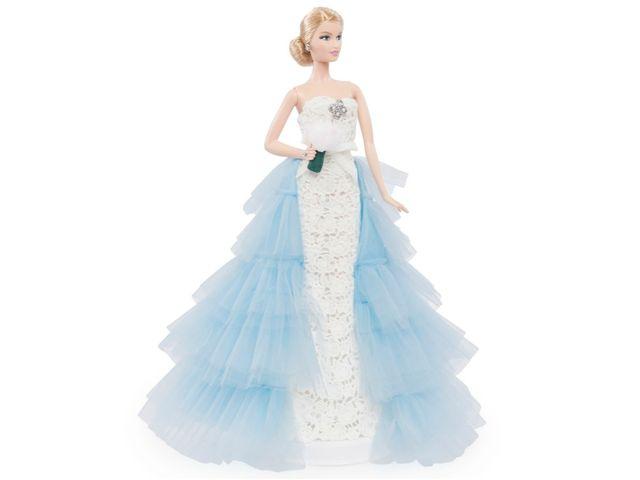 Oscar de la Renta viste a Barbie de novia