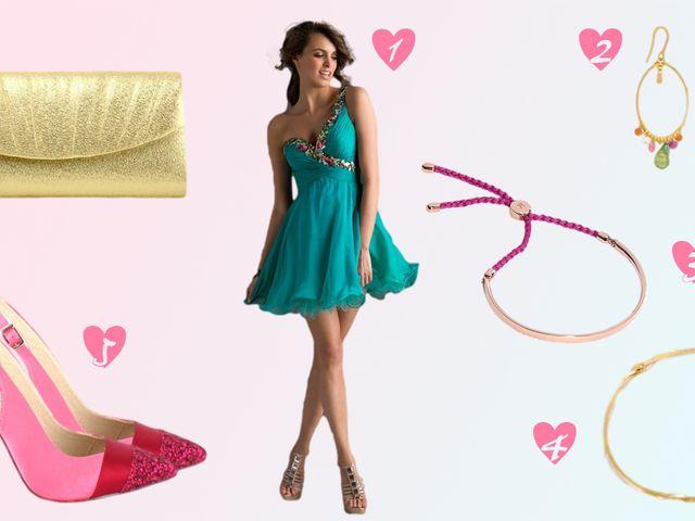 Look de invitada en oro, rosado y turquesa