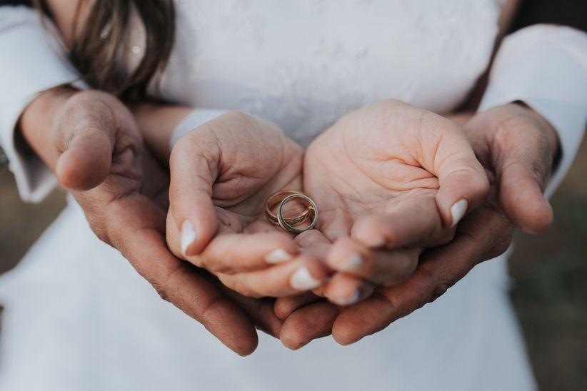 712cbadee1dd 30 textos para grabar en sus anillos de matrimonio