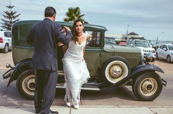 Consejos para entrar y bajar del auto de novios con estilo