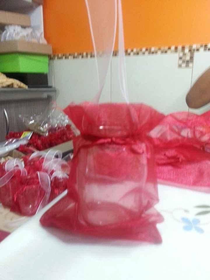 2. Poner bolsita de organza / tul al frasco