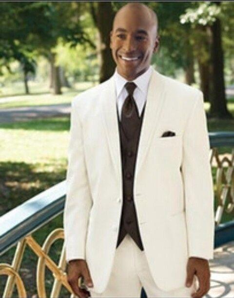 Traje de novio boda al aire libre