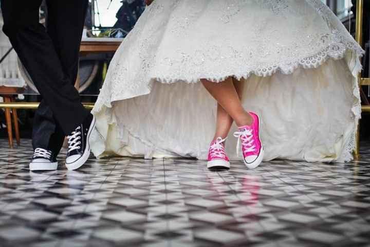 En la fiesta: ¿Usarías zapatillas? - 1