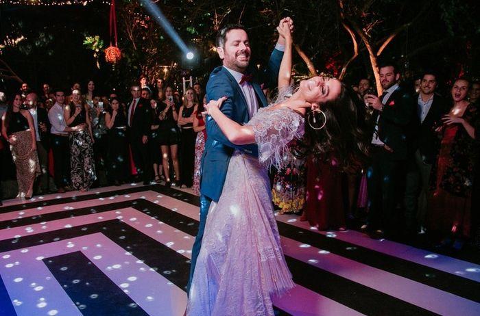 🥳Completa la frase y llévate las CHAPITAS: El baile de los novios será... 2
