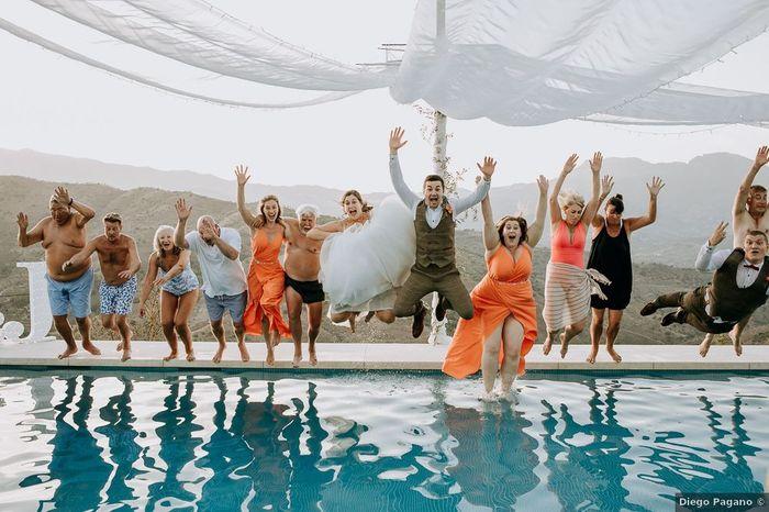 ¿Te atreverías a hacer un piscinazo con todos los invitados? 1