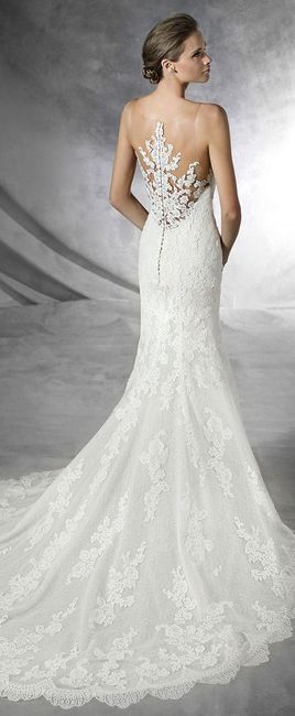 Vestido de novia con botones en la espalda